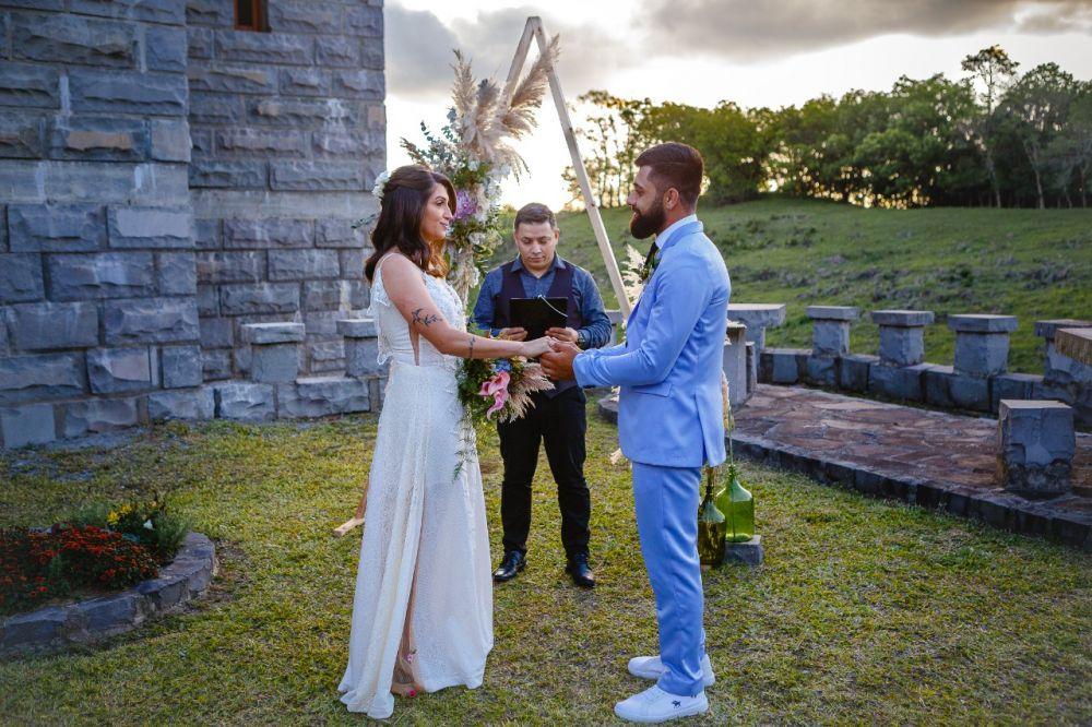 Elopment Wedding do casal Luana e Juliano, realizado na Cave Brandalise no Vale dos Vinhedos